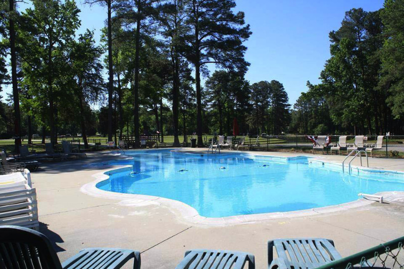 swimming-pool-at-ed-allens-campground-in-virginia