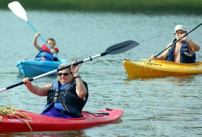 family-camping-and-canoeing-at-thousand-trails-rv-resort-in-lynchburg-virginia