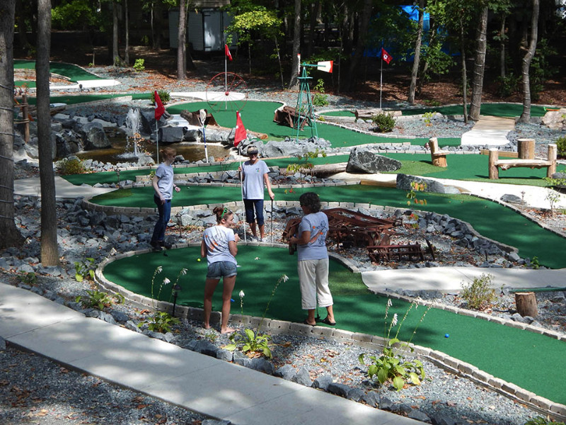 mini-golf-at-small-country-campground-in-louisa-virginia
