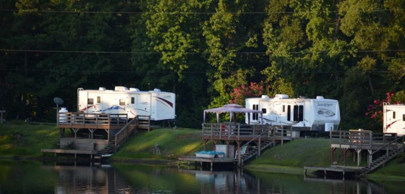 waterfront-sites-at-davis-lake-campground