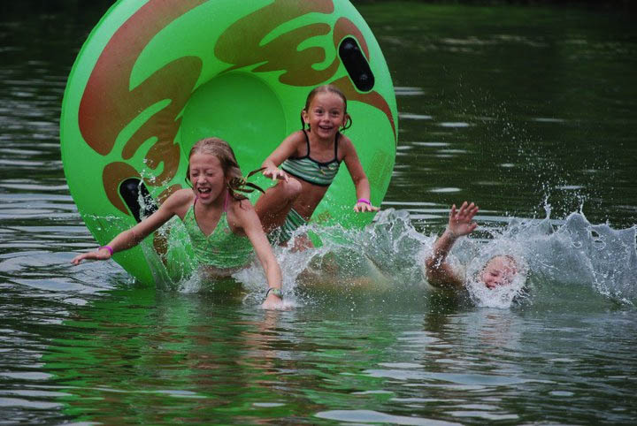 water-fun-at-yogi-bear-jellystone-park-in-natural-bridge-campground-in-va