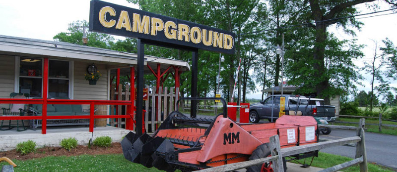 family-camping-at-chesapeake-campground-in-virginia