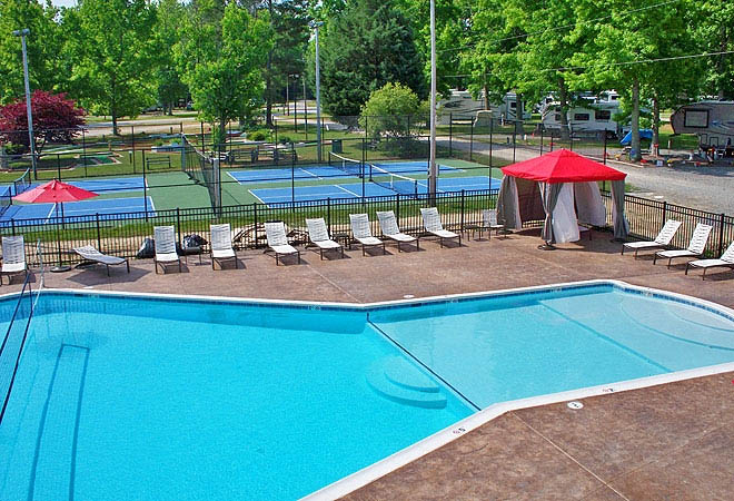 recreation-fun-swimming-tennis-at-chesapeake-bay-camp-resort-a-thousand-trails-campgground-in-virginia