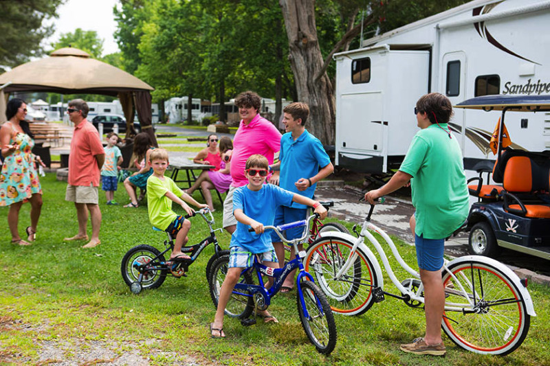 family-camping-at-bethpage-campground-in-virginia