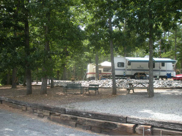 camping-in-virginia-americamps-lake-gaston