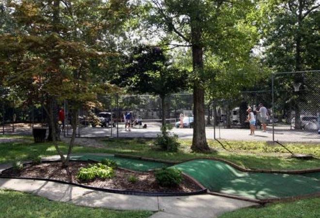 mini-golf-and-tennis-williamsburg-rv-park-in-virginia