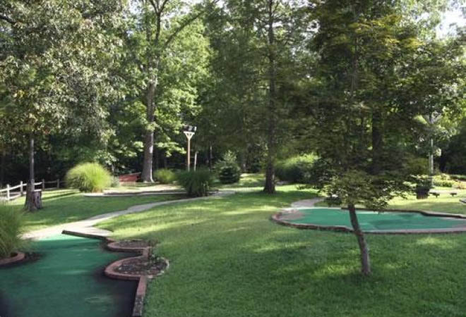 miniature-golf-family-camping-williamsburg-va