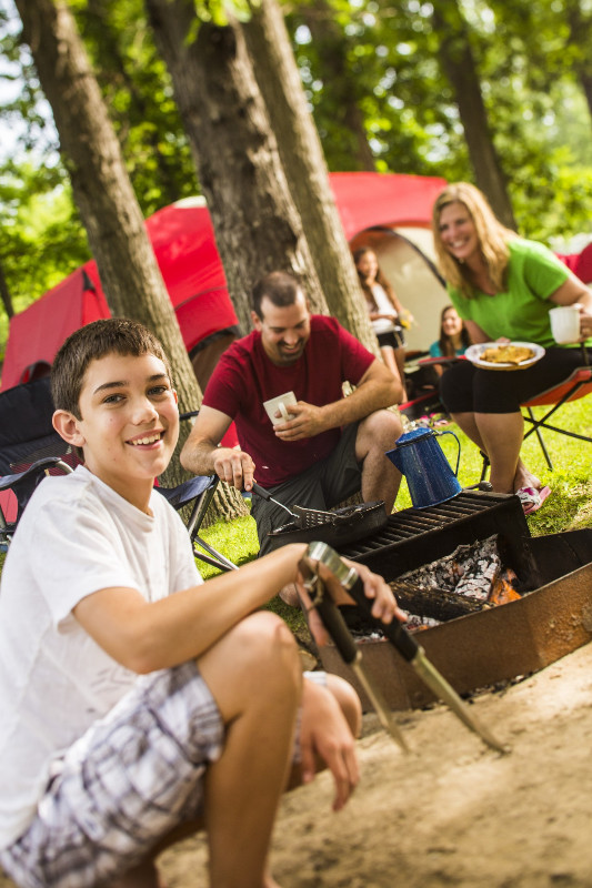 5-TENT-family-cooking-over-fire-002